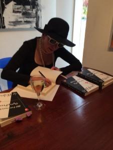 Signing books at Nolan on Lovel Art Gallery. Photo by Josefina Villella Turró